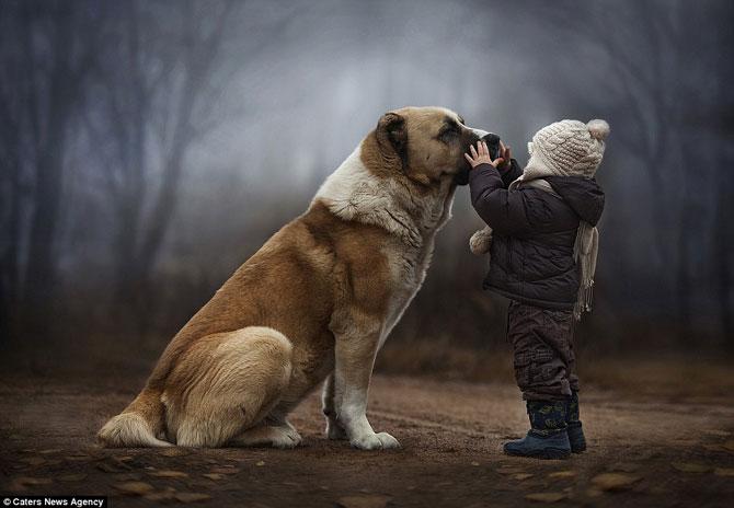 Superba prietenie dintre copiii si animalele Elenei Shumilova - Poza 4