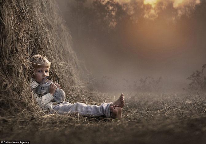 Superba prietenie dintre copiii si animalele Elenei Shumilova - Poza 5