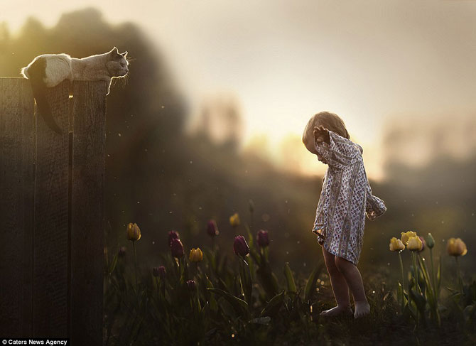 Superba prietenie dintre copiii si animalele Elenei Shumilova - Poza 11