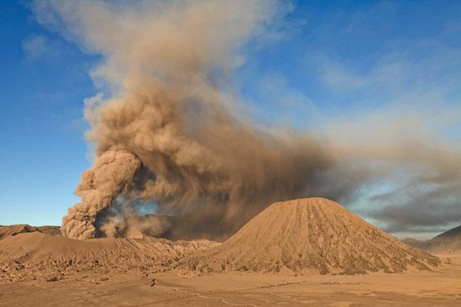 La muntele vrajit: vulcanul indonezian Bromo - Poza 5