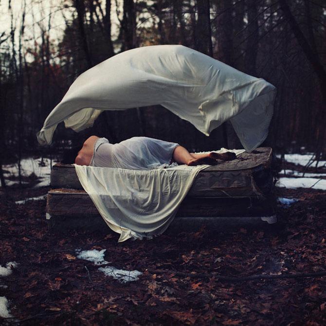Sarah Ann Loreth: Echilibrul dintre intuneric si lumina - Poza 5