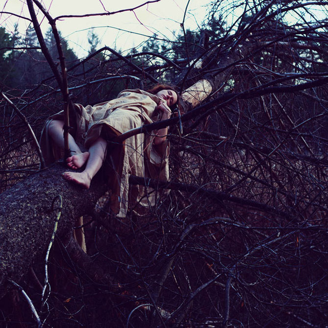 Sarah Ann Loreth: Echilibrul dintre intuneric si lumina - Poza 6