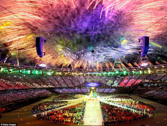 Exploziile de culoare din finalul JO 2012 - Poza 1