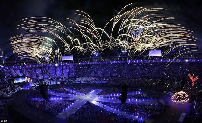 Exploziile de culoare din finalul JO 2012 - Poza 3
