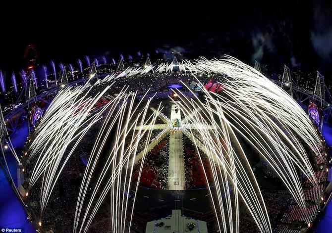 Exploziile de culoare din finalul JO 2012 - Poza 4