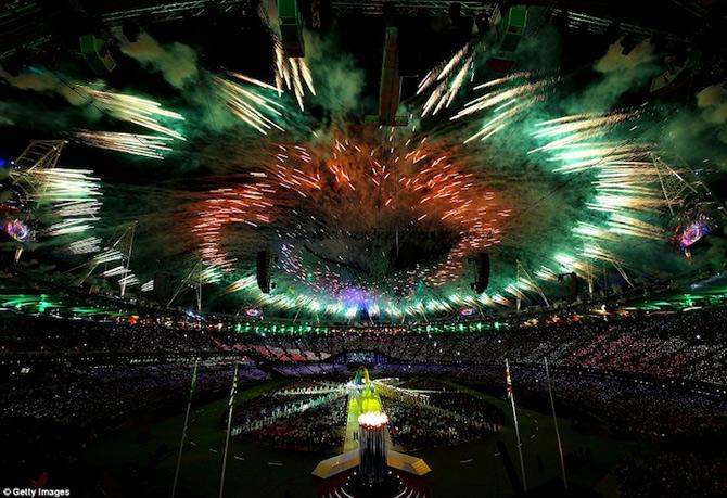 Exploziile de culoare din finalul JO 2012 - Poza 5