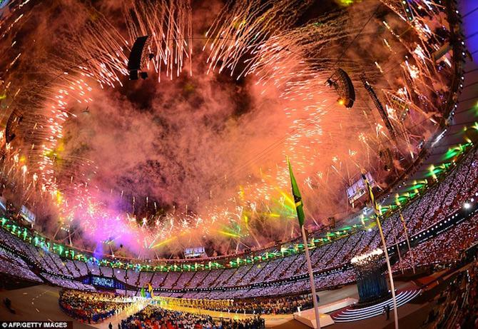 Exploziile de culoare din finalul JO 2012 - Poza 6