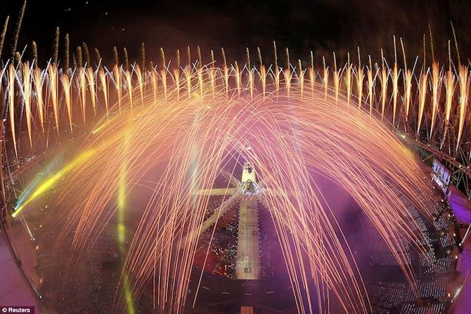 Exploziile de culoare din finalul JO 2012 - Poza 7