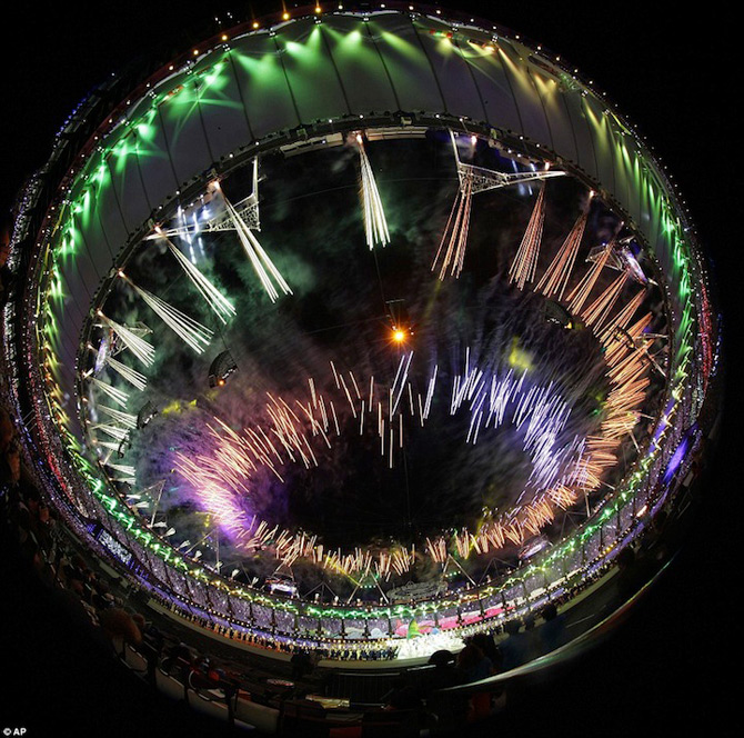Exploziile de culoare din finalul JO 2012 - Poza 10