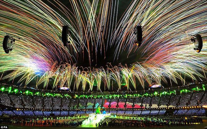 Exploziile de culoare din finalul JO 2012 - Poza 11