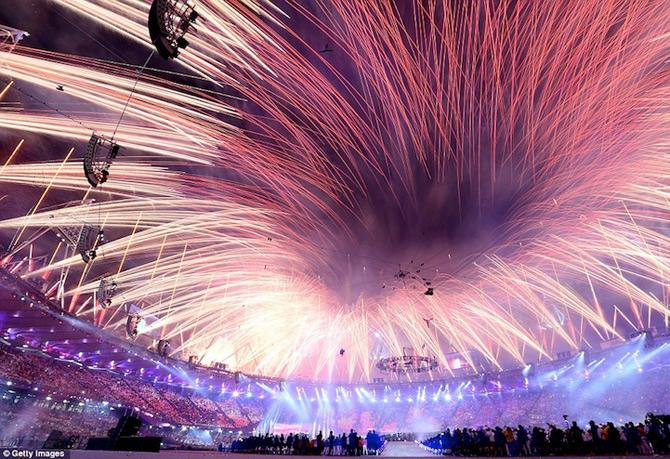 Exploziile de culoare din finalul JO 2012 - Poza 13