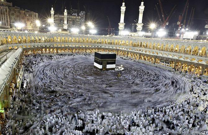 Fotografii cu expunere lunga ale pelerinajului musulman la Mecca - Poza 1