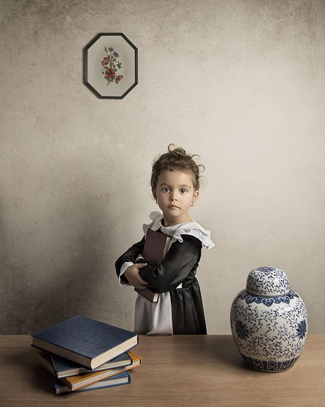 Tatal care si-a fotografiat fetita in stil de tablou clasic - Poza 1