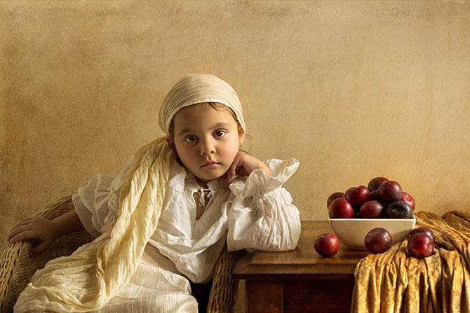 Tatal care si-a fotografiat fetita in stil de tablou clasic - Poza 3