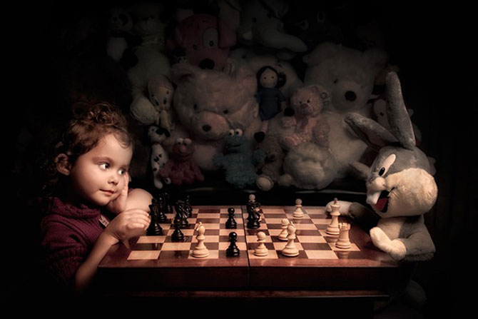 Tatal care si-a fotografiat fetita in stil de tablou clasic - Poza 8