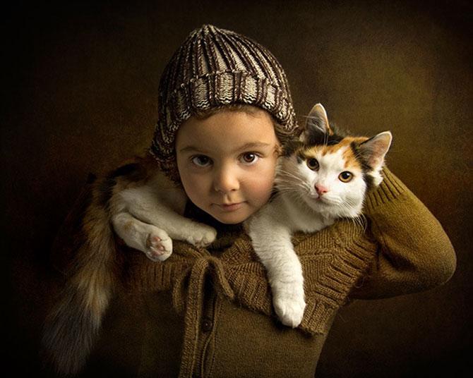 Tatal care si-a fotografiat fetita in stil de tablou clasic - Poza 9