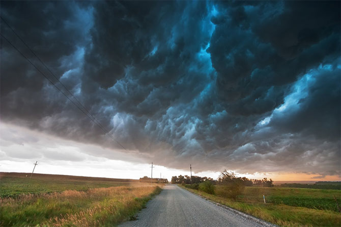 Vanatorul de furtuni Mike Hollingshead - Poza 8