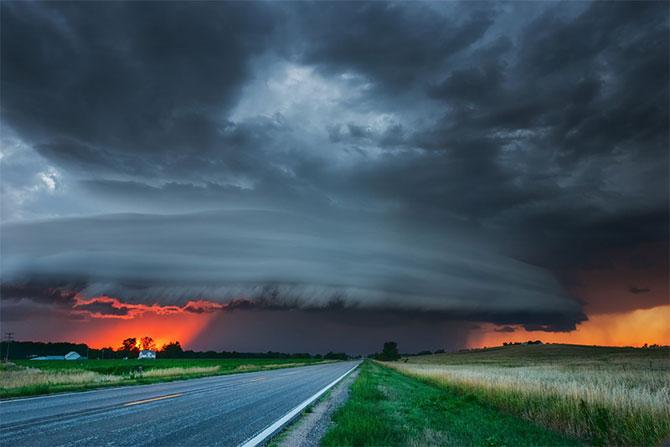Vanatorul de furtuni Mike Hollingshead - Poza 10