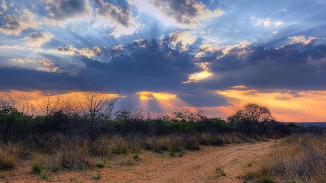 15 fotografii cu raze care strapung norii - Poza 1