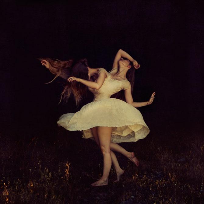 Balerine de vis si de cosmar, de Brooke Shaden - Poza 1