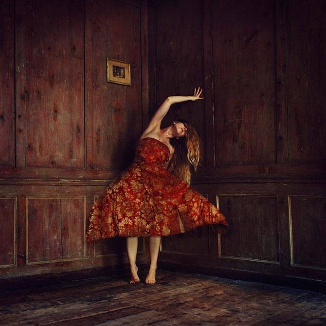 Balerine de vis si de cosmar, de Brooke Shaden - Poza 2