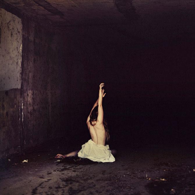 Balerine de vis si de cosmar, de Brooke Shaden - Poza 3