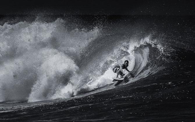 Surfing in alb si negru, de Toby Harriman - Poza 5
