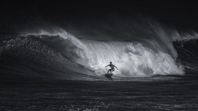 Surfing in alb si negru, de Toby Harriman - Poza 7