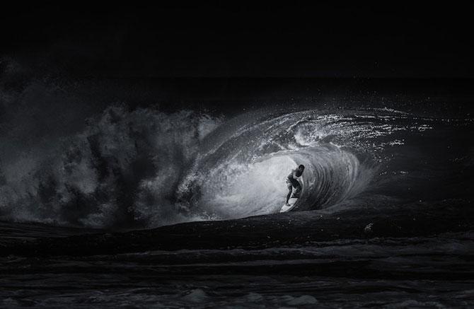 Surfing in alb si negru, de Toby Harriman - Poza 8