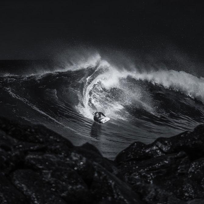 Surfing in alb si negru, de Toby Harriman - Poza 10