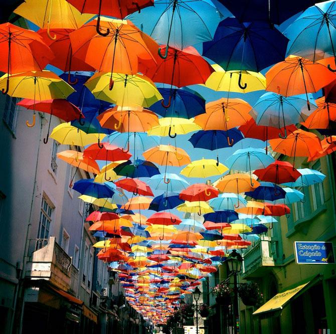 Cerul colorat de umbrele, in Agueda, Portugalia - Poza 1