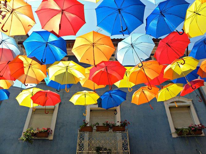 Cerul colorat de umbrele, in Agueda, Portugalia - Poza 2