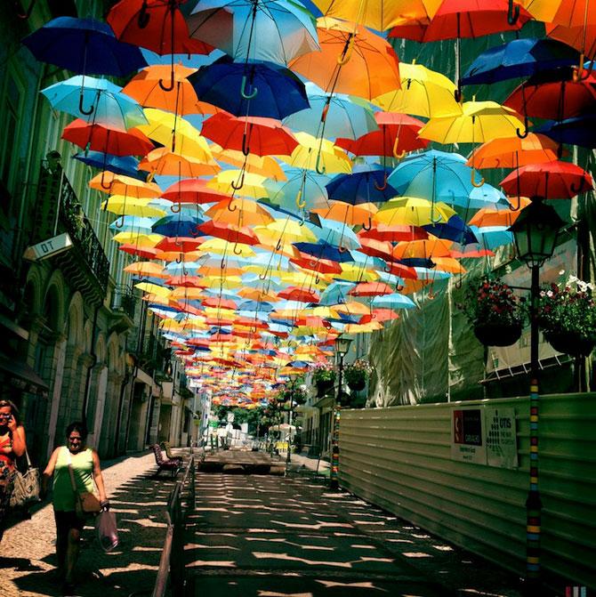 Cerul colorat de umbrele, in Agueda, Portugalia - Poza 3