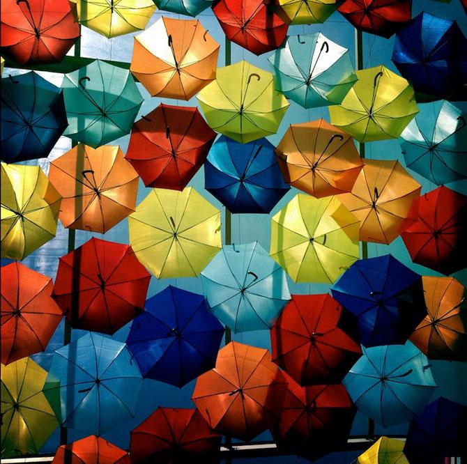 Cerul colorat de umbrele, in Agueda, Portugalia - Poza 4