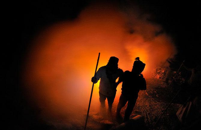 Olivier Grunewald a coborat inauntrul vulcanului Kawah Lien - Poza 4