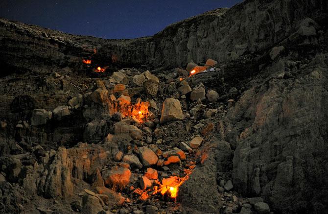 Olivier Grunewald a coborat inauntrul vulcanului Kawah Lien - Poza 10