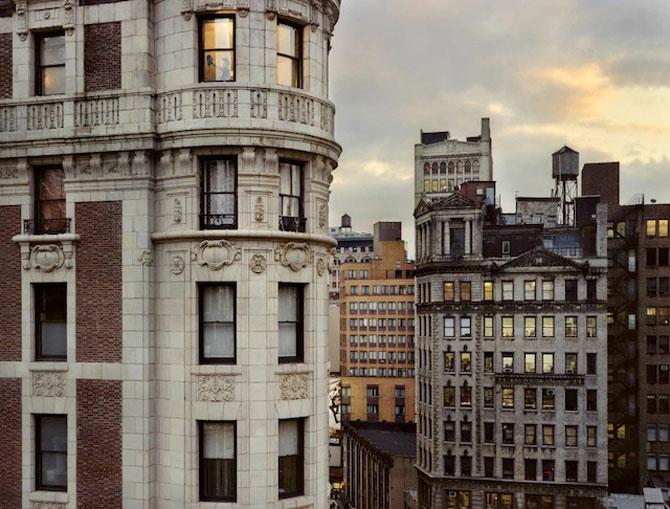 Vecinii din New York si ce vede Gail Albert Halahan pe ferestrele lor - Poza 1