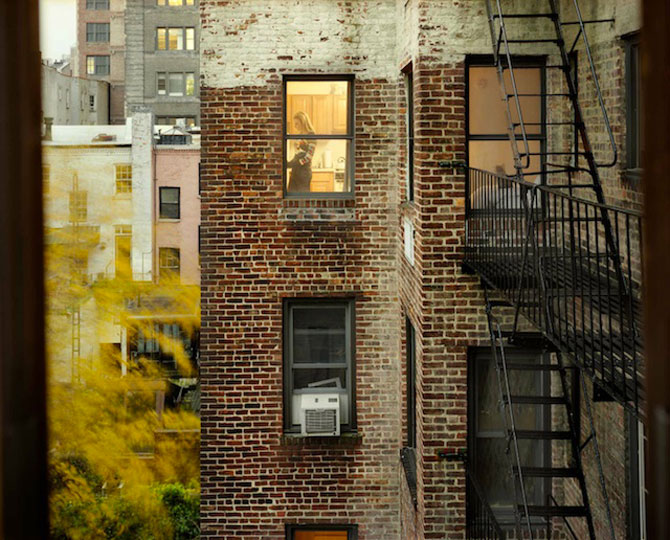 Vecinii din New York si ce vede Gail Albert Halahan pe ferestrele lor - Poza 3