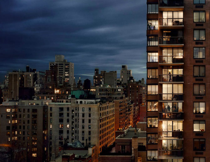 Vecinii din New York si ce vede Gail Albert Halahan pe ferestrele lor - Poza 5