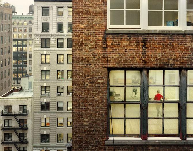 Vecinii din New York si ce vede Gail Albert Halahan pe ferestrele lor - Poza 7