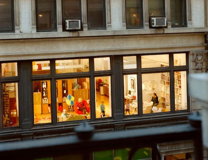 Vecinii din New York si ce vede Gail Albert Halahan pe ferestrele lor - Poza 9