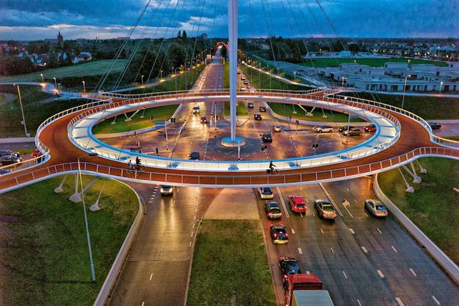 Giratoriu suspendat pentru biciclisti in Olanda - Poza 1