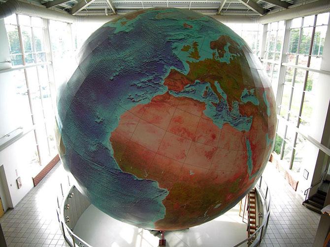 Cea mai mare planeta Pamant... de pe Pamant - Poza 2