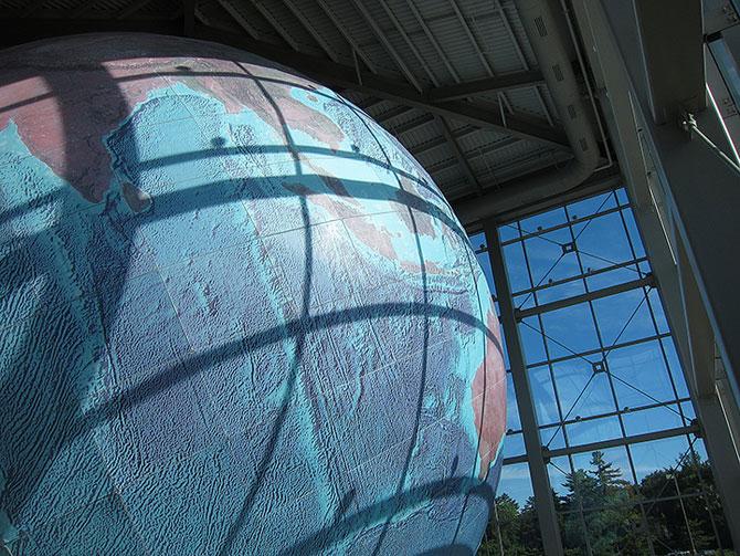 Cea mai mare planeta Pamant... de pe Pamant - Poza 3