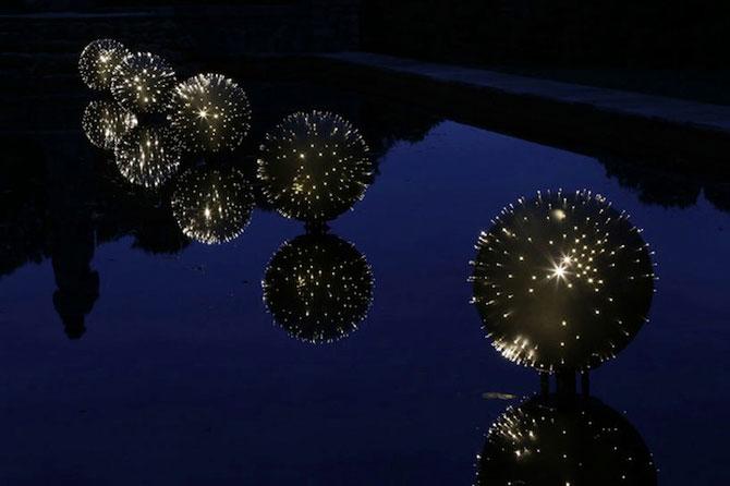 Sfere luminoase plutitoare, de Bruce Munro - Poza 2