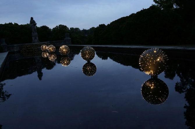 Sfere luminoase plutitoare, de Bruce Munro - Poza 4
