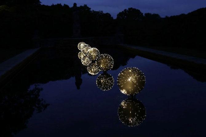 Sfere luminoase plutitoare, de Bruce Munro - Poza 5