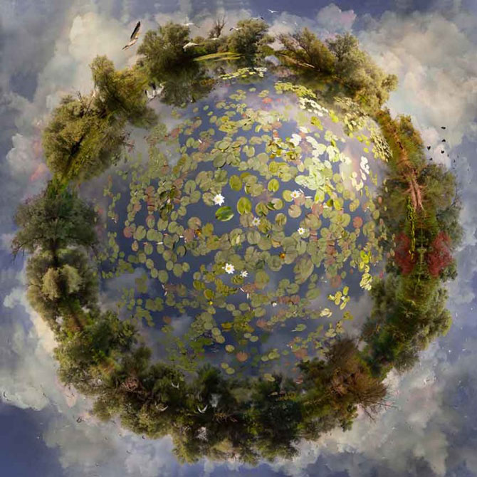Colaje cu globuri pamantesti plutitoare, de Catherine Nelson - Poza 1