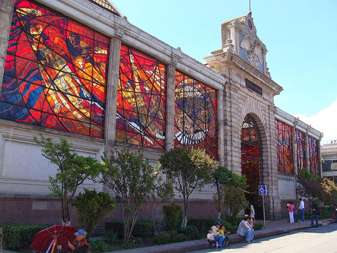 Superbele vitralii de la Gradina Botanica Cosmovitral
