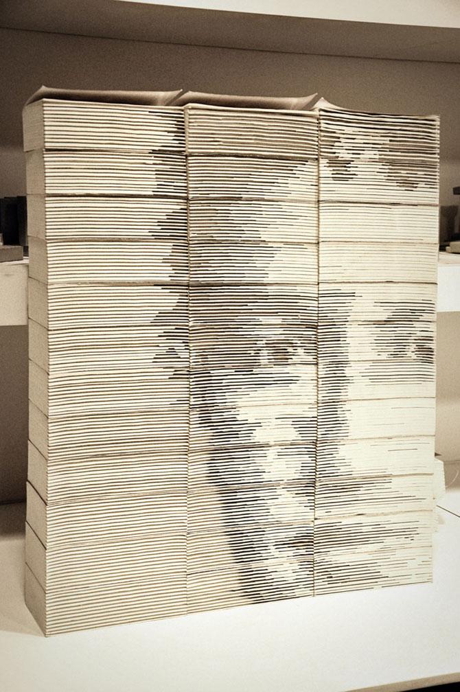 Chipul din carti: Portretul lui Mark Zuckerbeg sculptat in carti - Poza 1